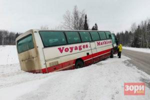 В Добрянском округе автобус улетел в кювет