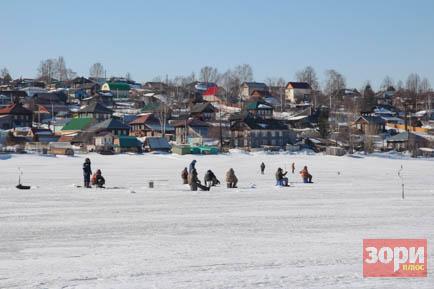 В Добрянском округе спасли дрейфовавшего на льдине мотоциклиста
