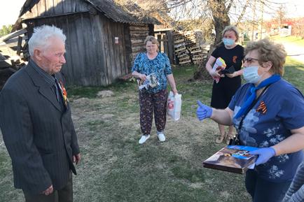 Подарки в честь Победы сельским ветеранам