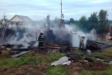 В Полазне сгорели дом и баня