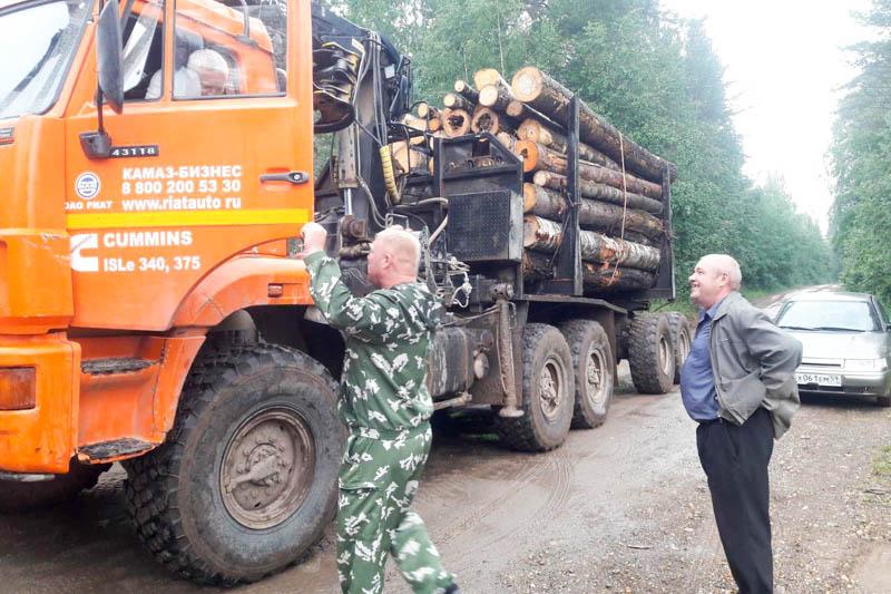 Жители посёлка Тюсь против лесовозов