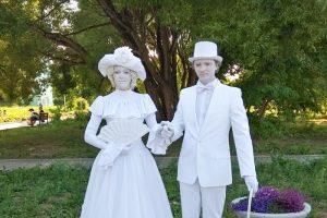 День Добрянки: миньоны, «живые» статуи и уличные музыканты